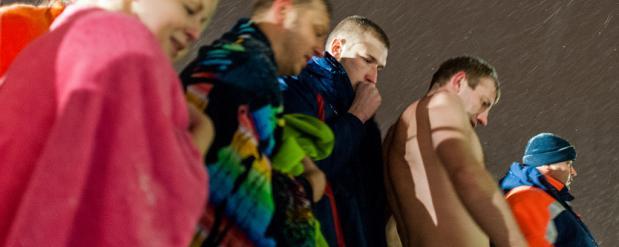 Чтобы искупаться на Крещение, нижегородцам пришлось часами стоять раздетыми в очереди