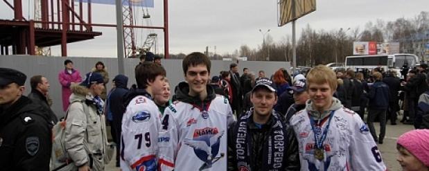 Нижегородцы встретили хоккеистов «Чайки» - обладателей Кубка Харламова
