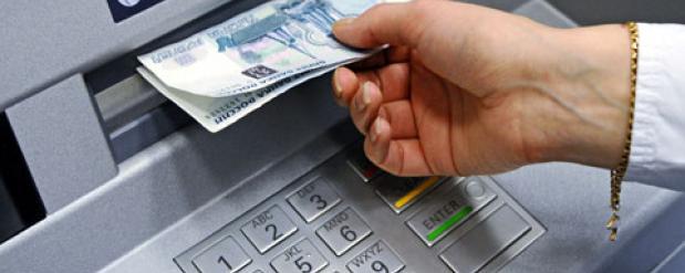 Фальшь из машины: как поступить с поддельной купюрой из банкомата