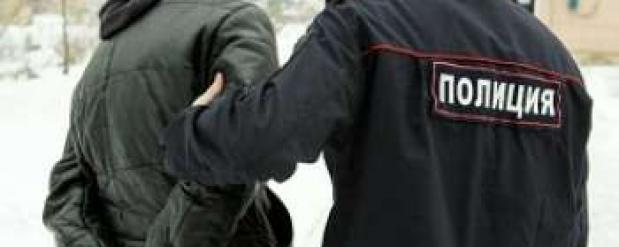 Двое мужчин отняли 25 тысяч рублей у прохожего на улице Совнаркомовской