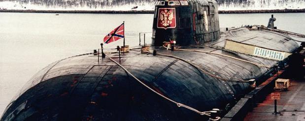 В городе почтили память подводников Курска